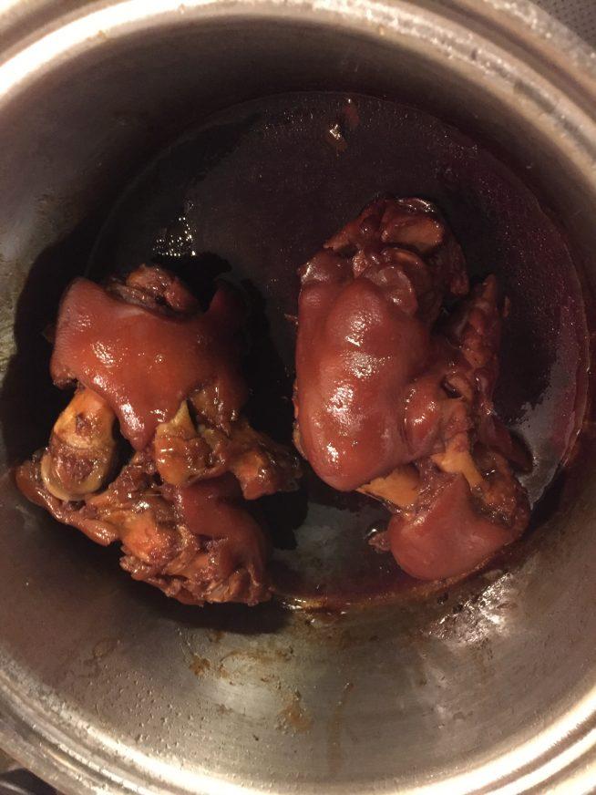 2時間半煮込んだ豚足